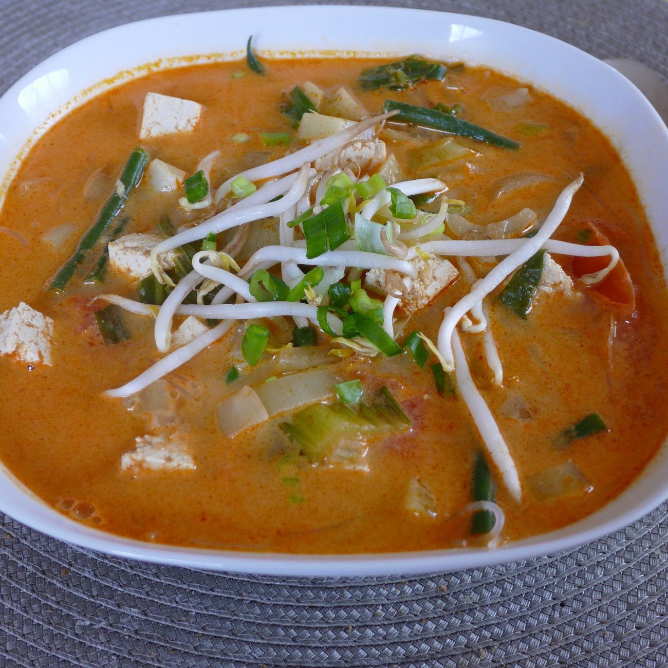 Asiatische Nudelsuppe mit Tofu, Glasnudeln und knackigem Gemüse Soup Hellofresh