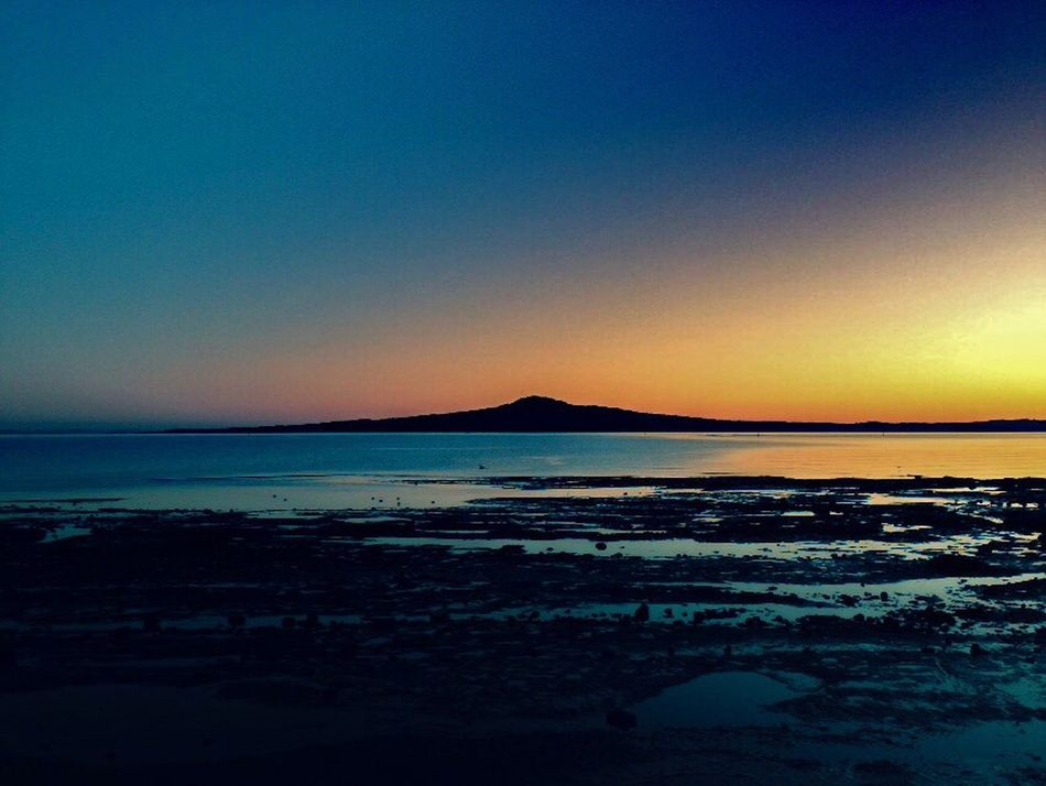 Up early to catch this beauty! Rangitoto Auckland New Zealand Dawn Dawn Of A New Day Twilight Sky Twilight Beautiful In The Moment Peaceful 43 Golden Moments First Eyeem Photo Landscape Golden Hour Blue Pink Amber Tides Out Volcano