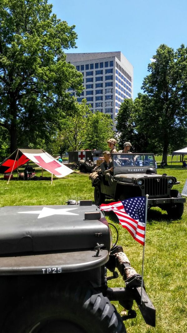 World War I Flag Patriotism Tree Day Outdoors City Sky Politics And Government Story Photography Sunny Day Memorial Day City Sky World War 1 Memorial Lifestyles BYOPaper! Irwin Collection Jeeps soldiers Irwin Collection EyeEm Gallery Memorial Day2017 The Photojournalist - 2017 EyeEm Awards