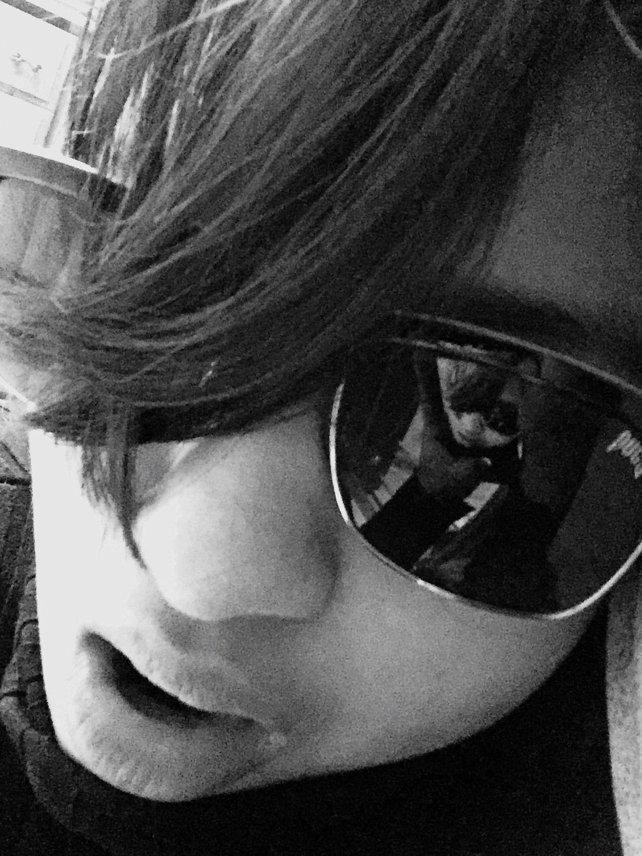Blackandwhite Glasses Reflect Glasses👌