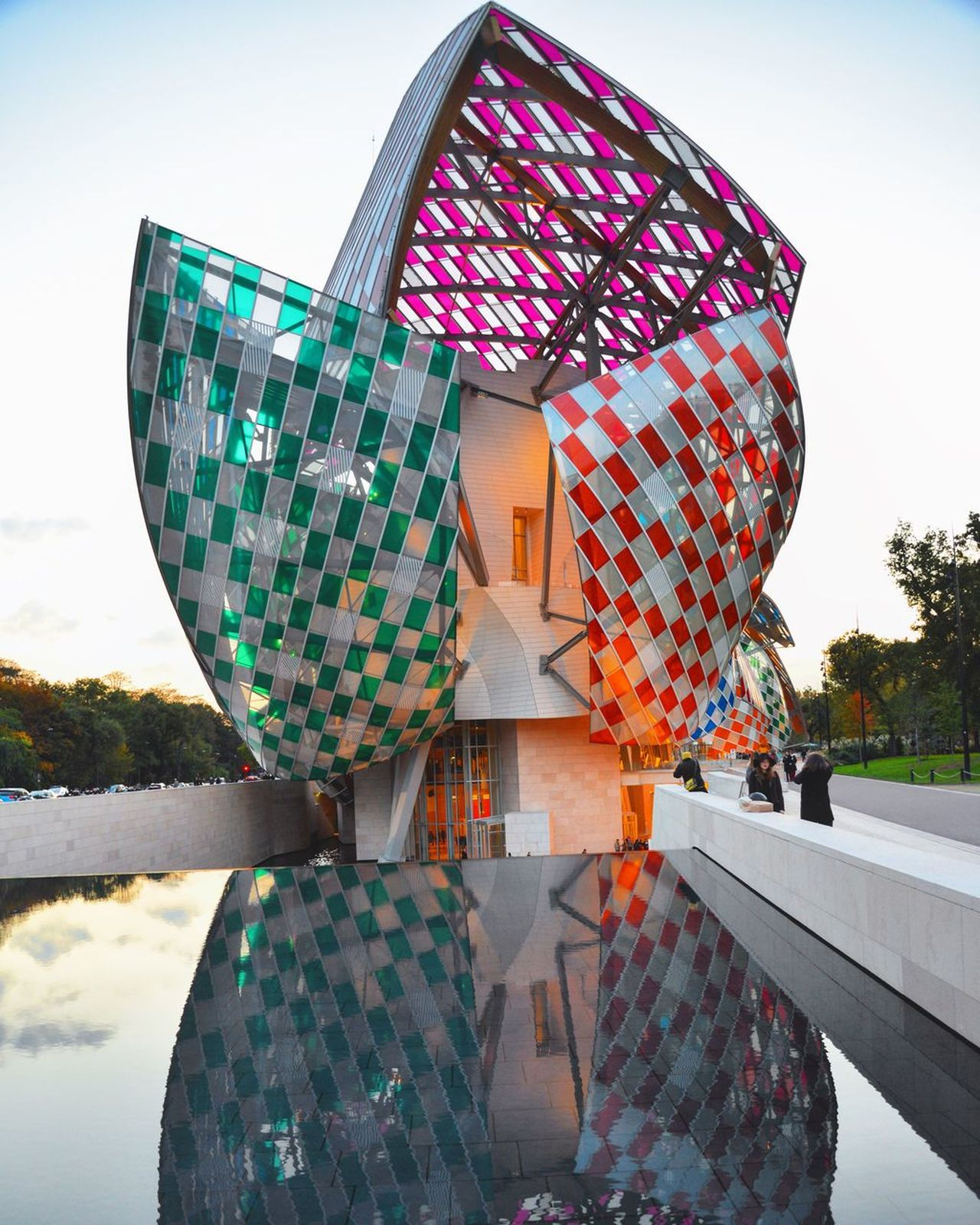 The Gehry's art Louis Vuitton Gehry Exposition Paris