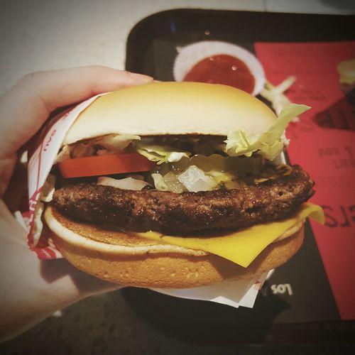 FATBURGER Fatburger CheeseBurger Fastfood Junk Food Fastfoodjunkie Fat Burger Arteryclogging Foodporn Foodphotography Food Porn Awards Delicious Grease Unhealthy Unhealthy Eating Unhealthy Living ThatsTheWayiLikeit