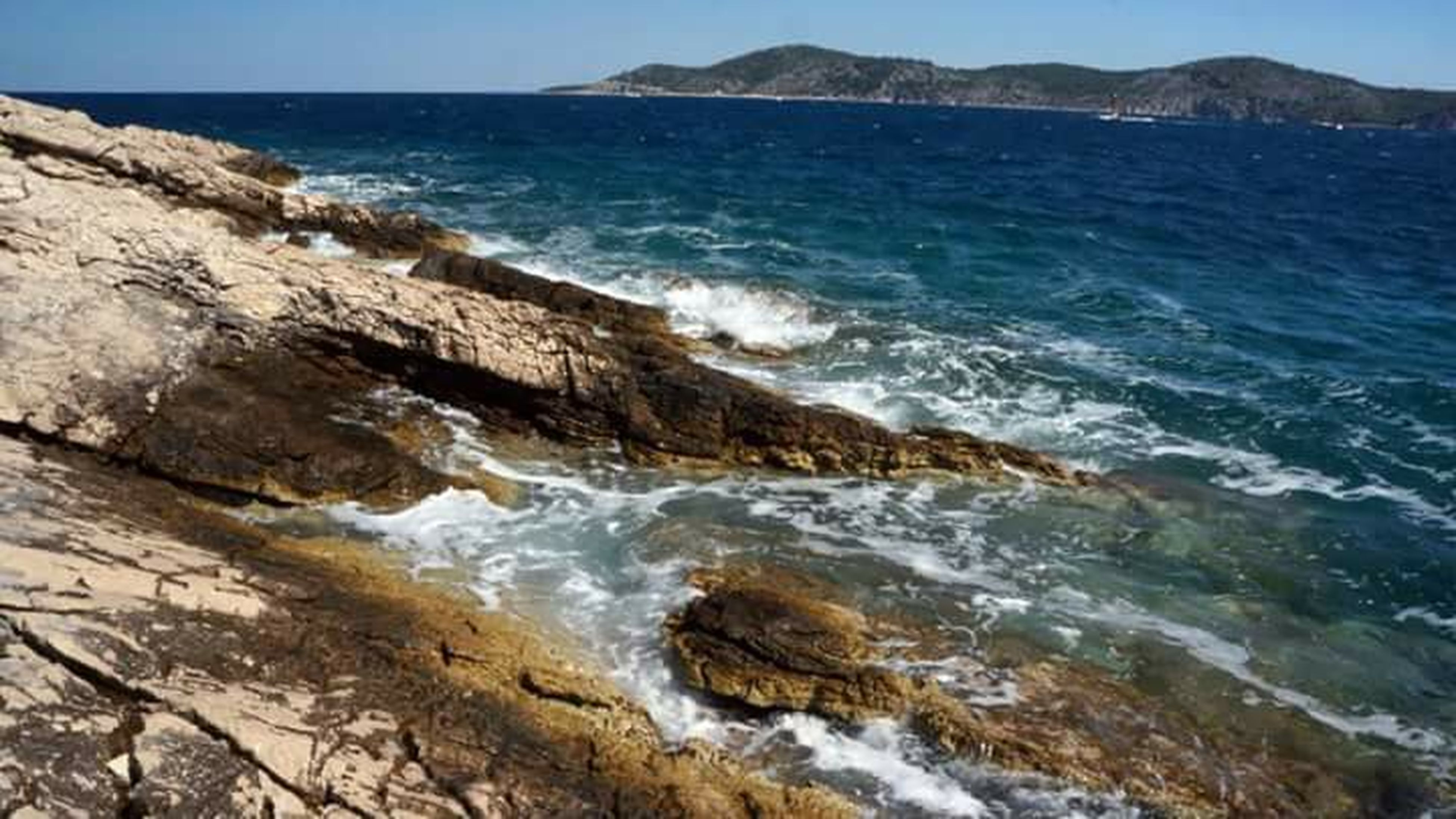 water, sea, wave, scenics, surf, beauty in nature, tranquil scene, horizon over water, nature, tranquility, beach, rock - object, shore, rock formation, motion, idyllic, blue, coastline, clear sky, rock