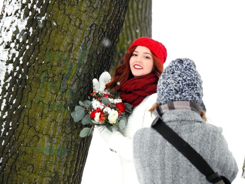 PHOTOSESSION📷📱 Winter Cold Temperature Just Merried Snow Red Only Women Smiling Women Happiness People White Color Uniqueness The City Light Snow ❄ Winter City Colors Of Sankt-Peterburg Sankt-Petersburg Russia