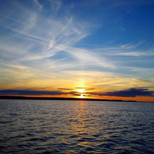 Каждый день, на Рыбинке завораживающие закаты... Закат Солнышко рыбинка невероятнокрасиво неповторимыйзакат красиво рыбинскоеморе