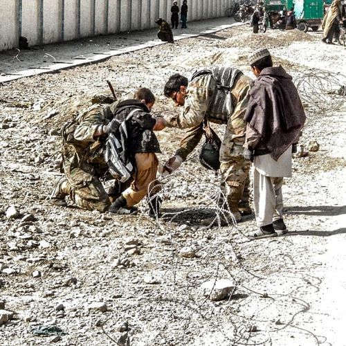 """""""Soldier and Afghan linguist helping a local kid trapped in barbwire. """" Instagramer Thebestphotographers Thislifetoday Ispy_withmy_photoeye kandahar latergram tagstagram tweegram deployment ig_photoflair photooftheday bestoftheday shotoftheday igeroftheday_ ig_week igersworldwide ig_nesia b_ig followforfollow fotografiaunited militarylife master_pics photowall photorealistic photowall_daily postcardsfromtheworld photorcestra peoplewatching"""
