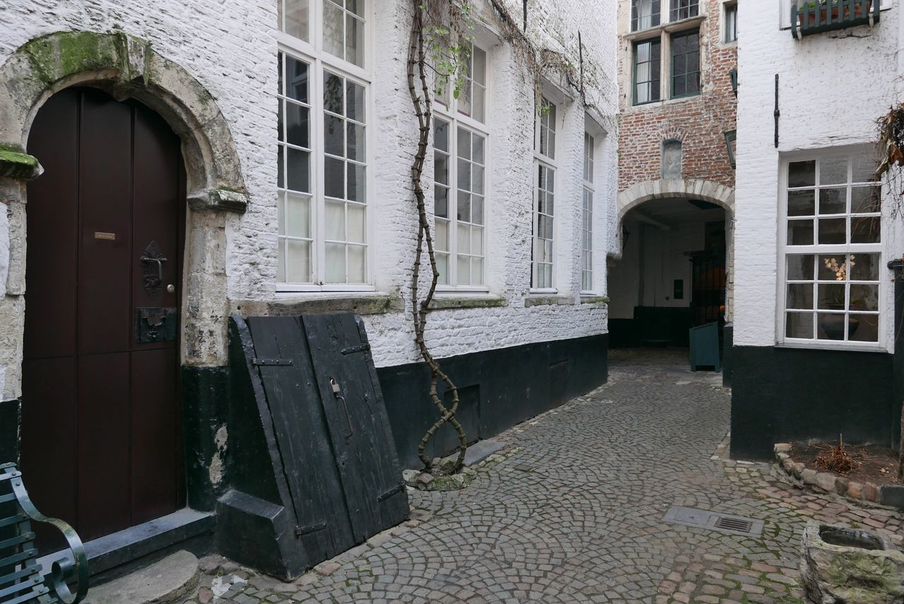 Built Structure Architecture Building Exterior Door Window Entrance House Residential Building Outdoors No People Ivy City Day Old Houses Facade Building Centre Ville Vlaaikesgang Tourist Destination Tourist Attraction  Antwerp, Belgium Touristic Street Historical Site Outdoor Photography Architecture Photography