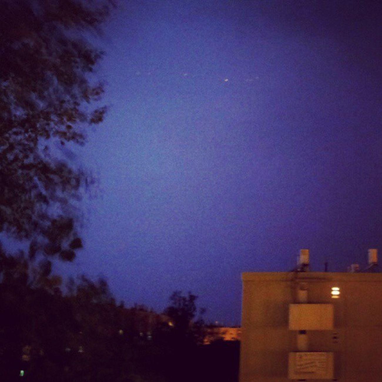 סופה מדברית של פעם ב-20 שנה - ואני פה. ברקים צובעים את השמיפ בסגול מחושמל