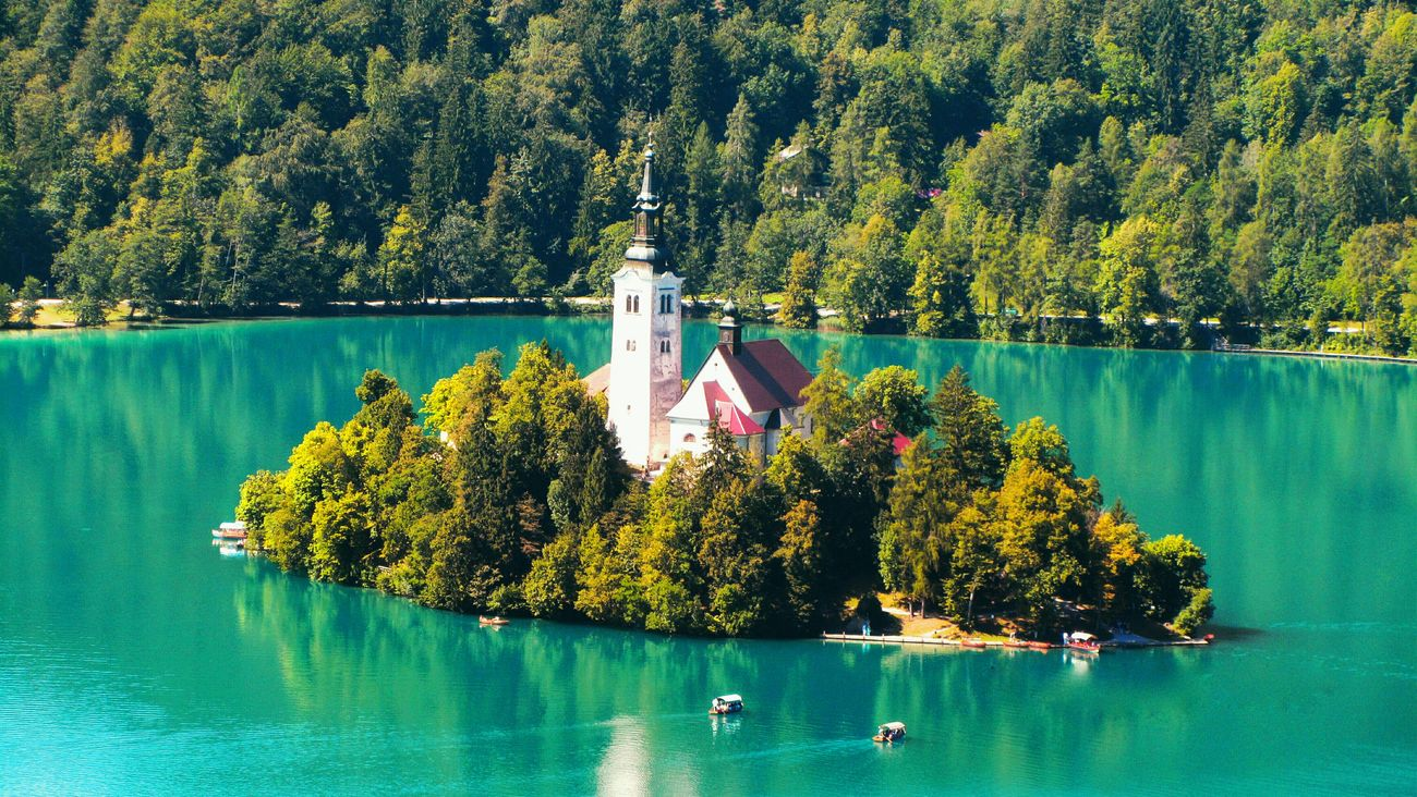 Calmness Nature Outdoors Slovenia Slovenia Scapes Slovenian Alps Lake View Mountains Mountain Range Bled, Slovenia Bled Lake Slovenia Bled Lake Bled Island Summer Natural Pattern Tranquil Scene Patterns In Nature Nature Beauty Nature On Your Doorstep Nature Photography Tourist Attraction  Tourism Travel Destinations Traveling Travel