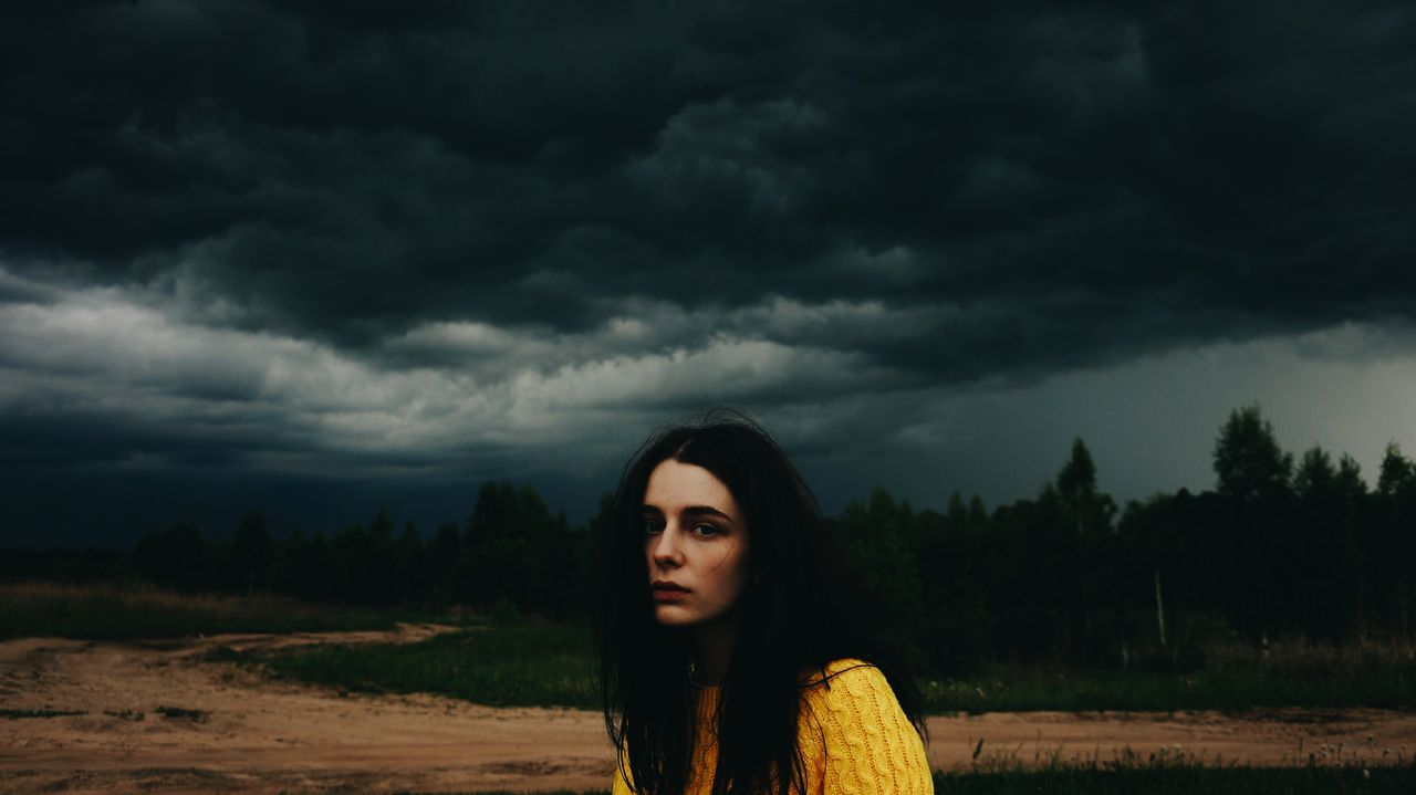 Приветик Leisure Activity Lifestyles Person Young Adult Cloud - Sky Sky Field Front View Casual Clothing Nature Day Atmospheric Mood Storm Cloud Cloudy Tranquility Vacations Scenics Grassy First Eyeem Photo