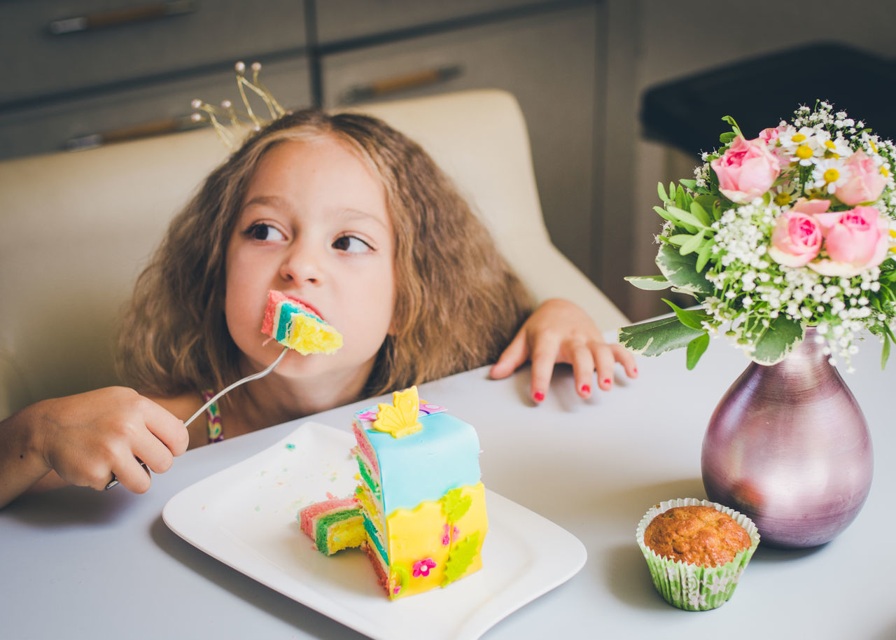Beautiful stock photos of geburtstagskuchen,  6-7 Years,  Birthday,  Birthday Cake,  Blond Hair