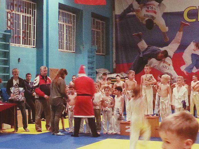 племяшка не занял место первые соревнования все впереди)))