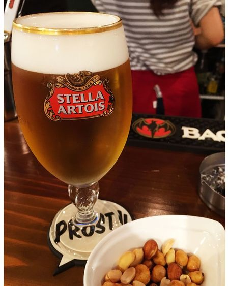 チームの飲み会前の0次会をボッチでやってます‼️ 長崎発の世界のビールが飲めるバー♪♪ キャッシュオンで、気軽に寄れる立ち飲み!!