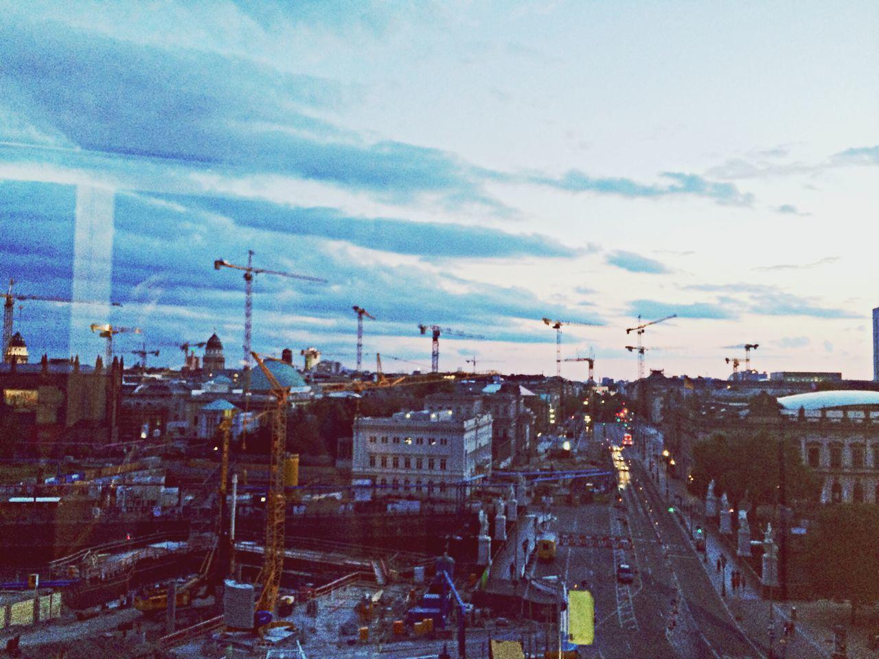 Berlin Berlin Ist Eine Baustelle Tanz Der Baukrähne Romantic