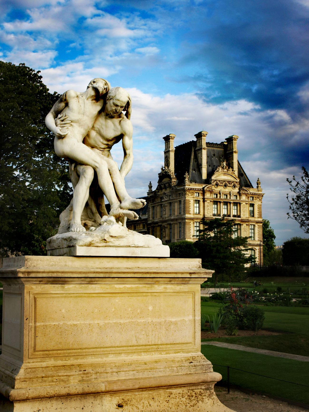 Statue Sculpture Cloud - Sky Built Structure Art And Craft Architecture Sky Travel Destinations History Mythology Outdoors Day Building Exterior Representing No People France🇫🇷 Paris ❤