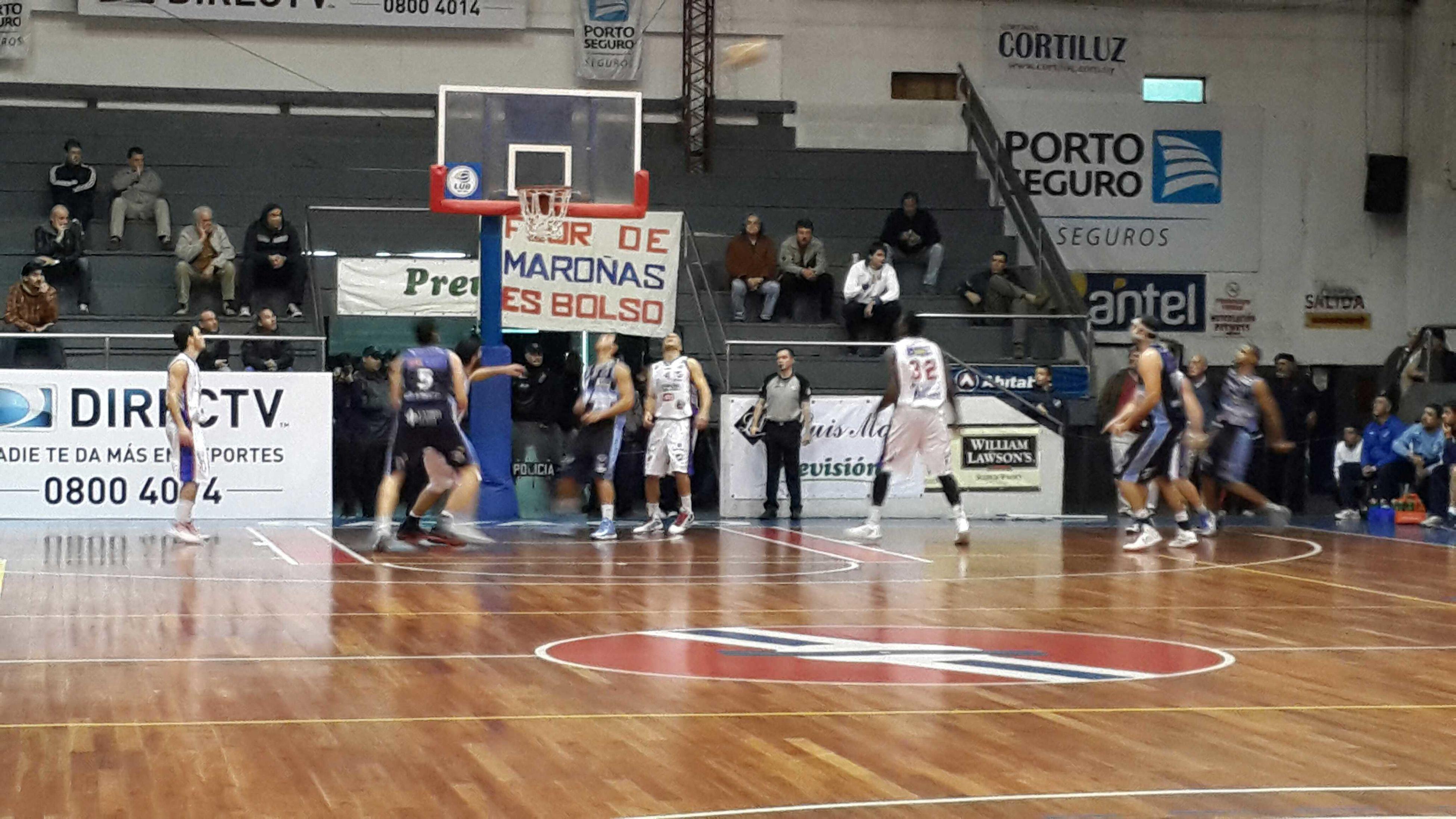viendo a NACIONAL vs Atenas por la LigaUruguayaDeBasketball