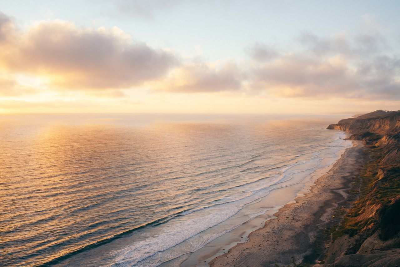 When home looks like the movies Showcase June Travel Destinations Travel Photography Day Outdoors Travel Landscape Ocean Sea California San Diego Sunset Gold Gold Colored Peaceful Nature Earth Horizon Over Water Beach