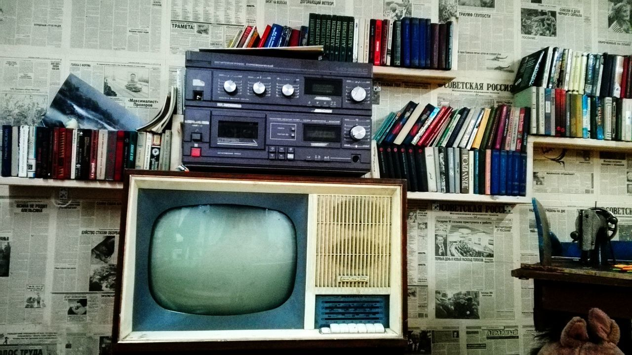 television set, indoors, retro styled, technology, the media, shelf, bookshelf, book, no people, domestic room, television industry, information medium, day, close-up