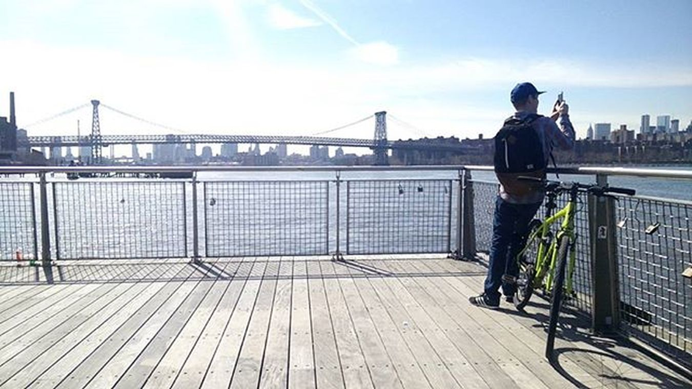 Capturing the capture of a panorama Williamsburg Walkingthedog Getoutandshoot Fujifimxt1 35mm Classicchrome NYC Springhassprung