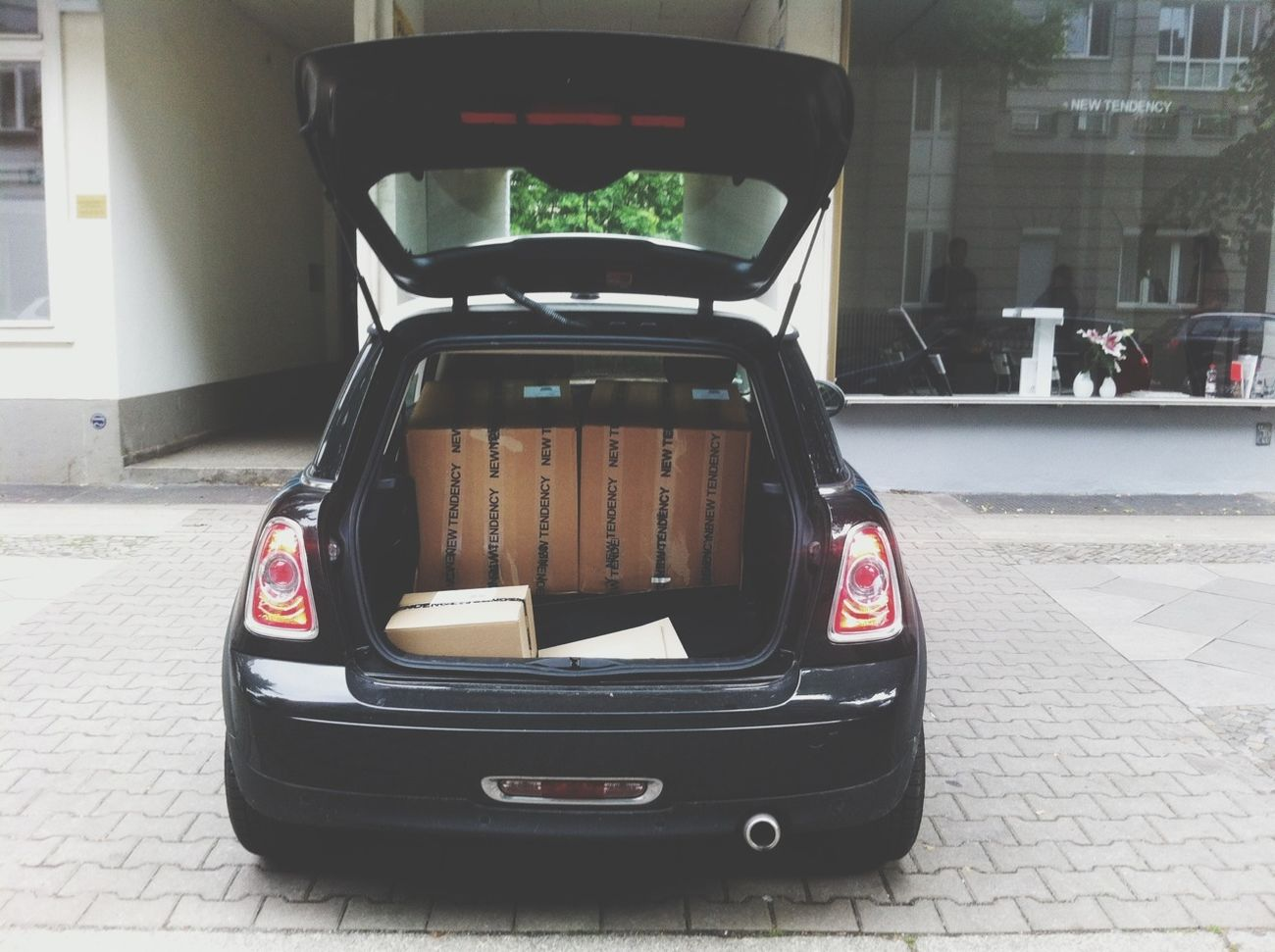 How many META side tables fit in a Mini? -Two
