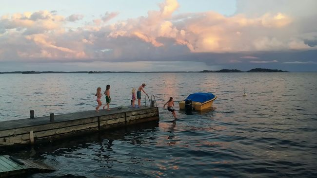 Very very happy kids 😊 Sunset Taking Photos Check This Out Relaxing Enjoying Life Kids Being Kids Enjoying Nature Stockholm Archipelago Stockholmsskärgård Mobilephotography