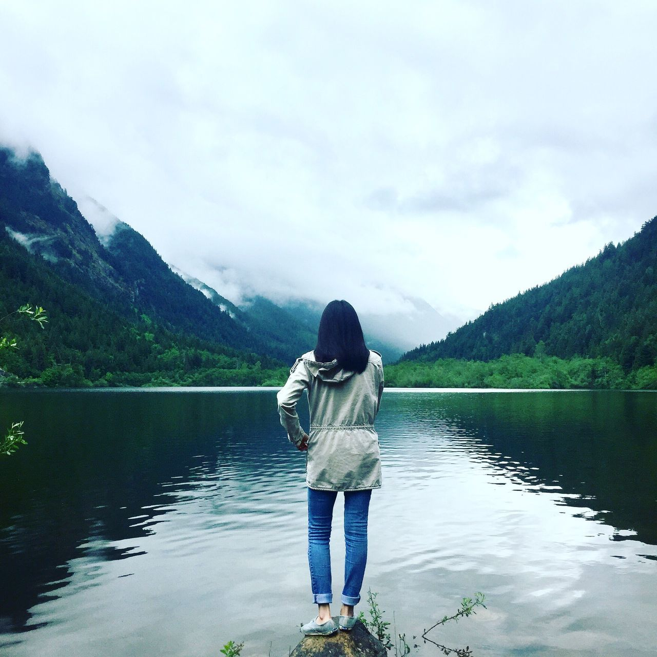 lake, water, mountain, beauty in nature, nature, reflection, one person, rear view, real people, day, casual clothing, tranquility, standing, sky, outdoors, tranquil scene, scenics, full length, tree, young adult, people