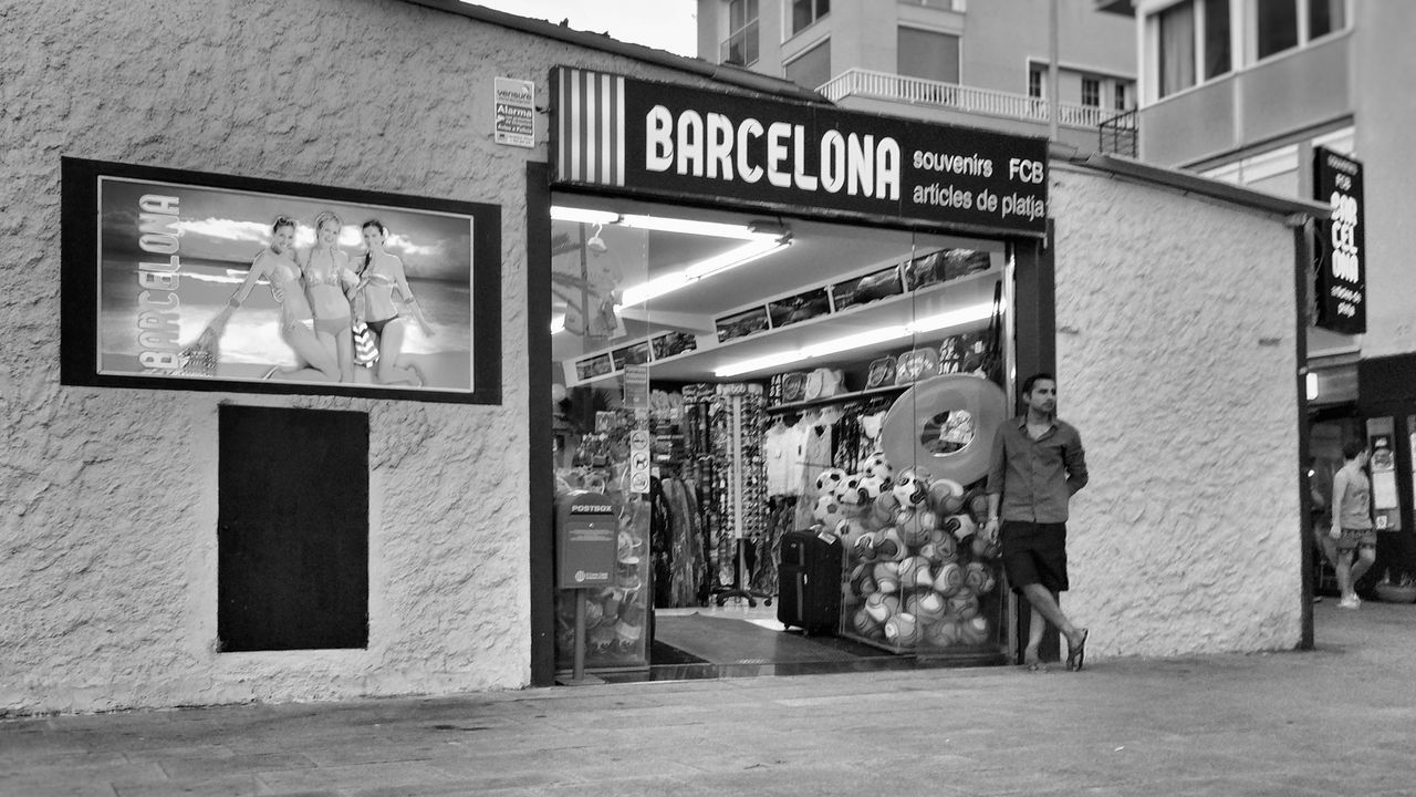 Barcelona La Barceloneta Beach Urban Landscape Tourists Souvenir Commerce The Tourist