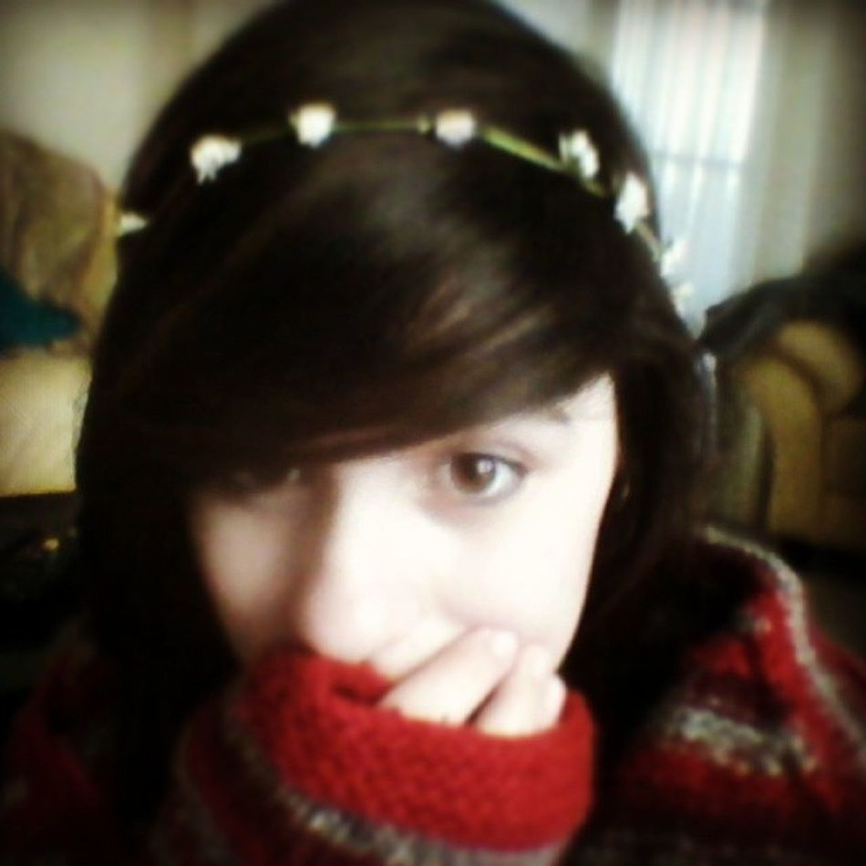 I made a flower crown :'D and got given a awsume jumper yayyyyyaaa! yyaayy!Flowercrown  Flowers Hyperr Holiday hobbit daisys daisychain