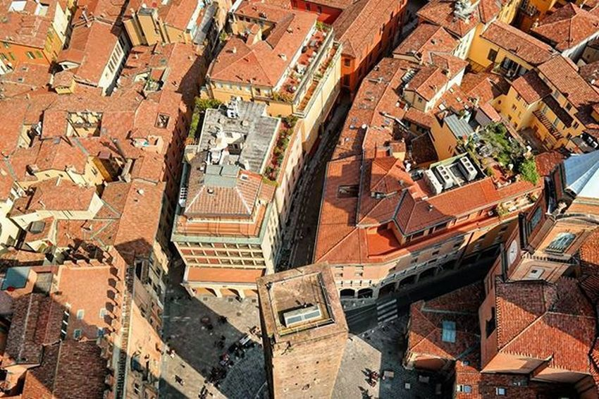 Bologna - La rossa - The red one Duetorri Torregarisenda Ig_bologna Ig_emiliaromagna Larossa Rooftops Overthetop Bolognacity Eurowings Spon_reise