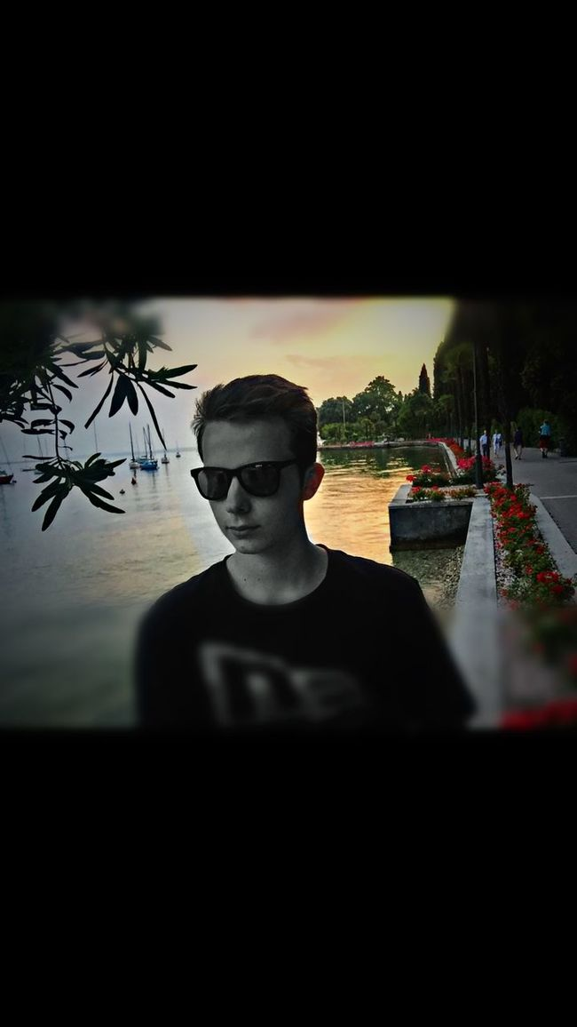 That's Me Cheese! Enjoying The Sun Soaking Up The Sun Gardasee Sunshine Happy Check This Out Taking Pictures KaiBass