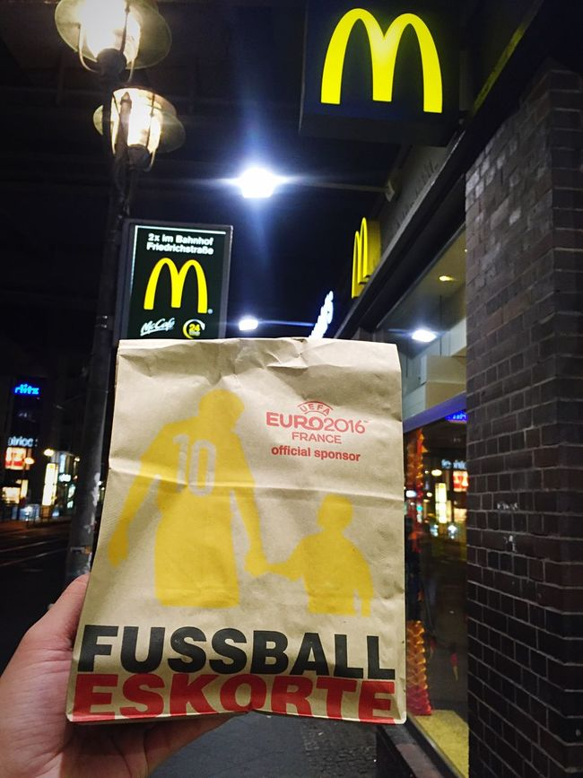 The Best Of Berlin Photographic Memory 06-12,June,2016 Macdonalds Berlin Night Light And Shadow Wandering Composition Simple Photography Street Photography Walking Around From My Point Of View Show Us Your Takeaway! Darkness And Light Holiday POV Holding Quality Time Nightphotography Lifestyles Wandering Around Urban Exploration Food Foodie Showcase June Snack Time!