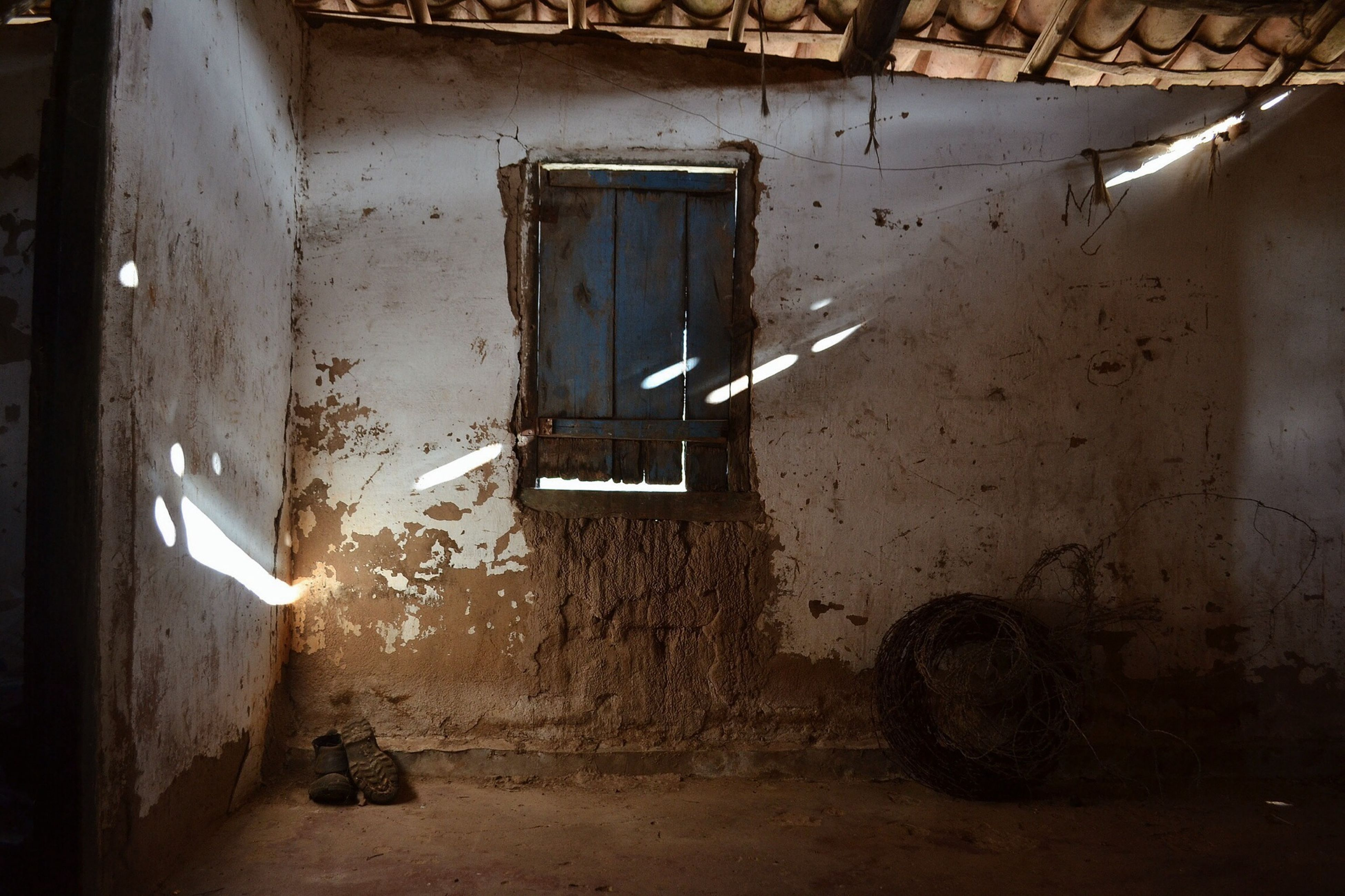 architecture, built structure, building exterior, house, abandoned, window, damaged, obsolete, residential structure, old, wall - building feature, door, deterioration, residential building, wall, run-down, building, sunlight, indoors, day