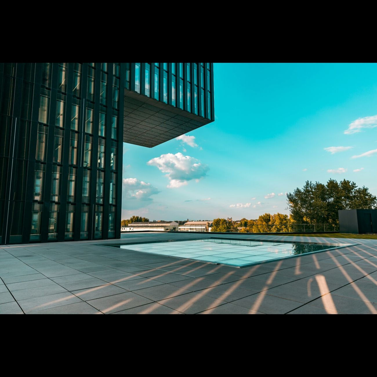 Sky Tiled Floor Flooring Cloud Day Cloud - Sky Blue Tiled Medienhafen Düsseldorf 🌾 Hyattregency Gebäude Gebäude Architektur Düsseldorf Harmony Of Colours Outdoors Modern Architectureporn Rheinriver Rheinturm  TakeoverContrast Office Building No People Tranquility Modern Architecture