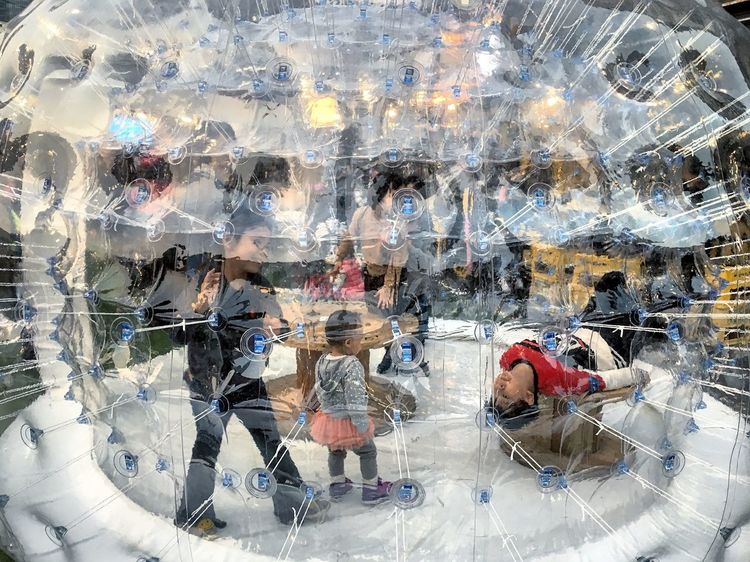 Playing Bubble Children Fun No Worries Zorb Sommergefühle