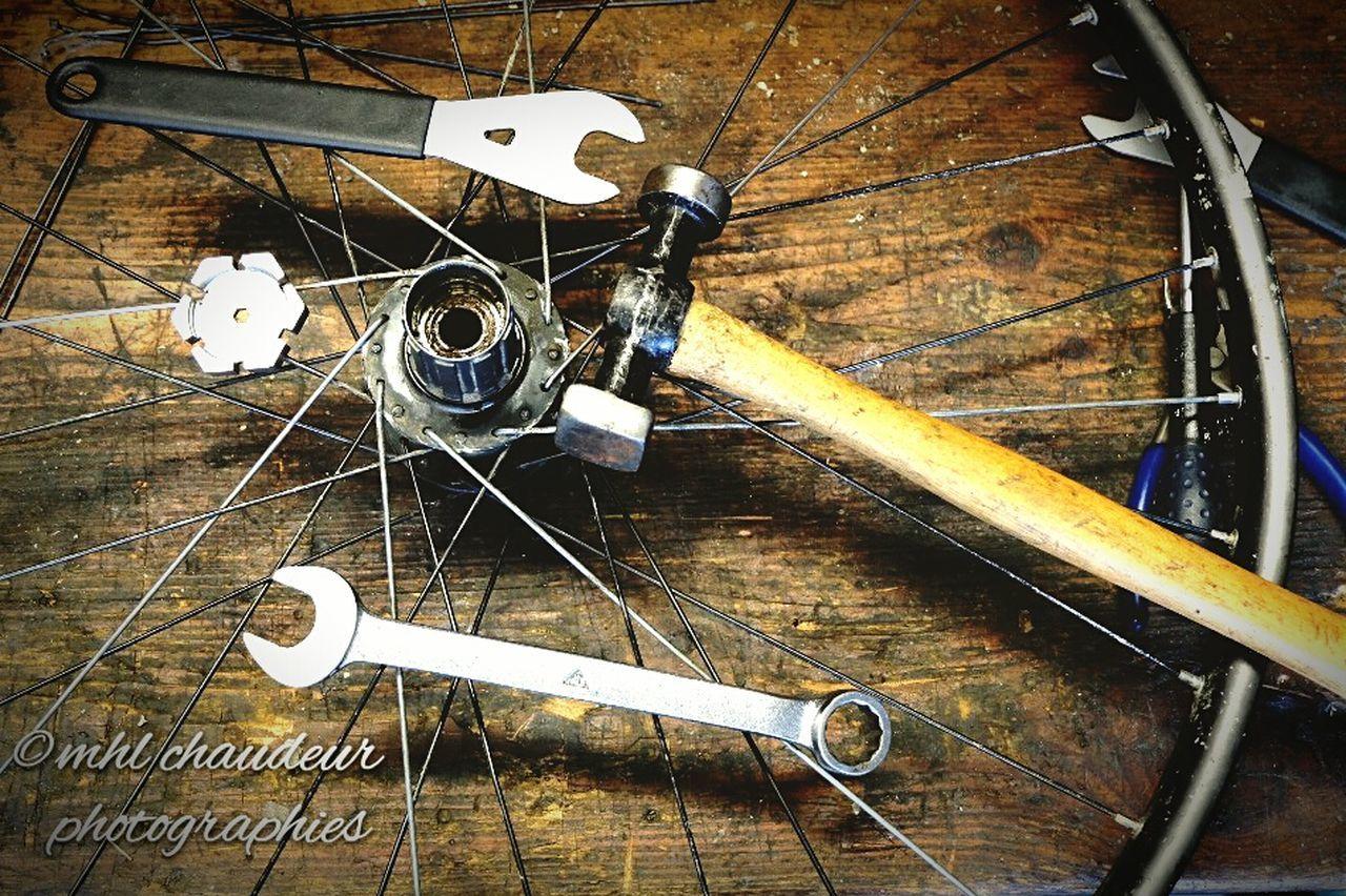 Reparation job on wheel rim to change Mhlchaudeurphotographies Simple Life Bike Mecanic ptite repa easy