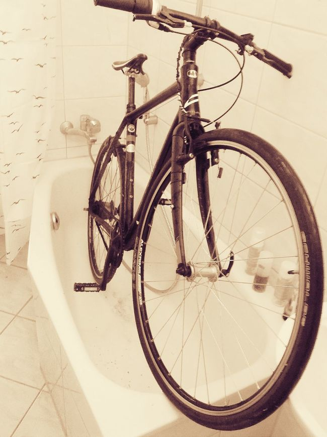 Cleaning Taking A Bath Bikeporn Celebrate Your Ride Washyourbike