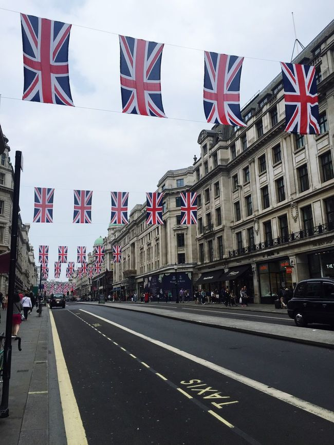 Check This Out Chilling LONDON❤ Regentstreet Picadillycircus