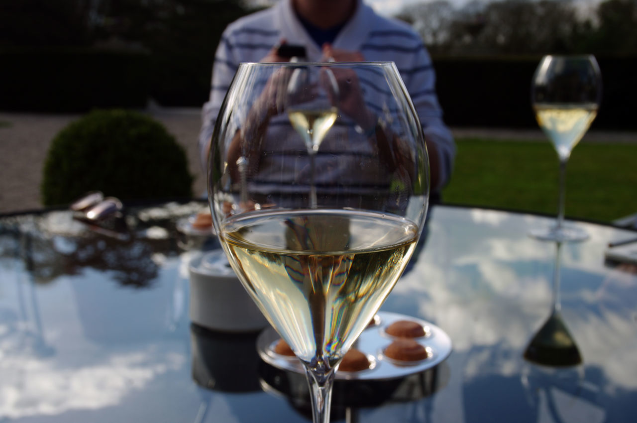 wineglass, wine, drink, alcohol, food and drink, focus on foreground, refreshment, drinking glass, table, champagne, champagne flute, celebration, close-up, real people, outdoors, day, one person, nature, freshness