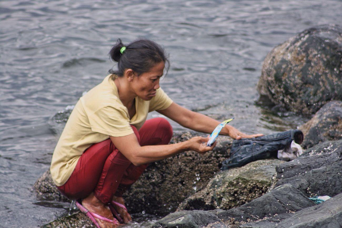 Dahil sa kawalan ng tubig sa dagat na lang naglalaba Taking Photos Getty Images EyeemTeam EyeemPhilippines Eyeem Philippines Eyeemphotography Gettyimages Snap A Stranger Eyem Best Shots