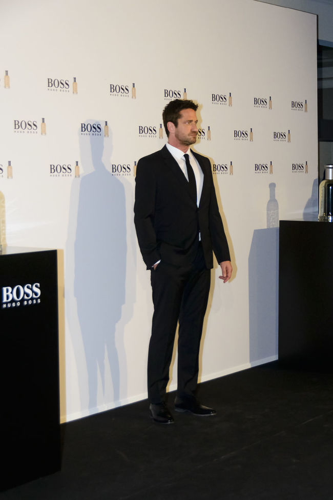 """The Scottish actor and producer, Gerard Butler, attended the Cocktail Hugo Boss photocall as """"Man of Today"""" and Ambassador of Boss Bottled fragrances in Madrid, Spain. Actor Boss Bottled British Celeb Celebrity Editorial  Event Fashion Film Star Fragrance Gerard Butler Hugo Boss Man Man Of Today Men Photocall Real People Red Carpet Scottish Standing Standing Vip Well-dressed Young Adult Young Men"""