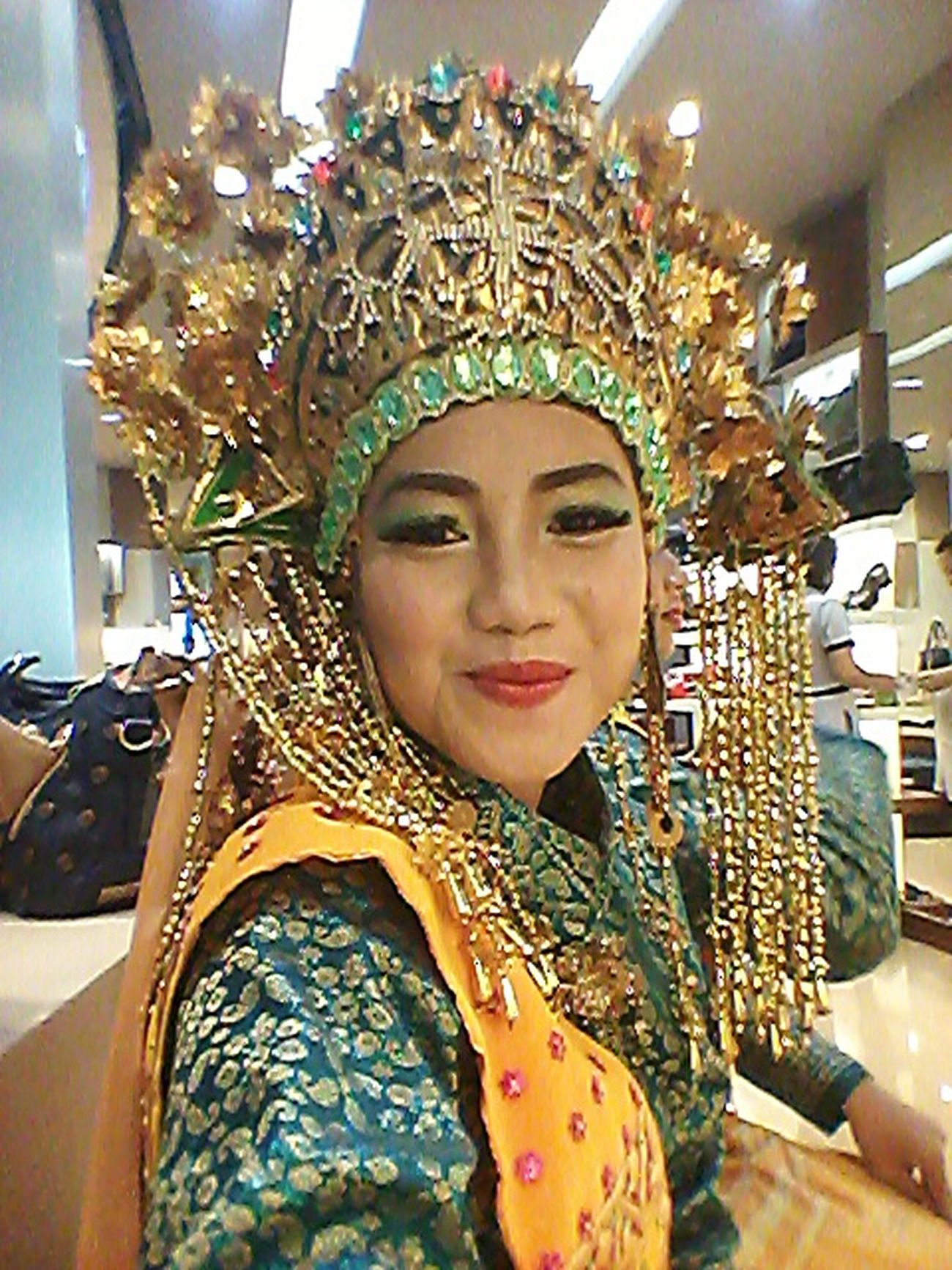 Tradisional Dance Etnic Riau Melayu Sunting Melayu Exploreriau EksploreIndonesia Color Portrait Smile Girl Iloveindonesia