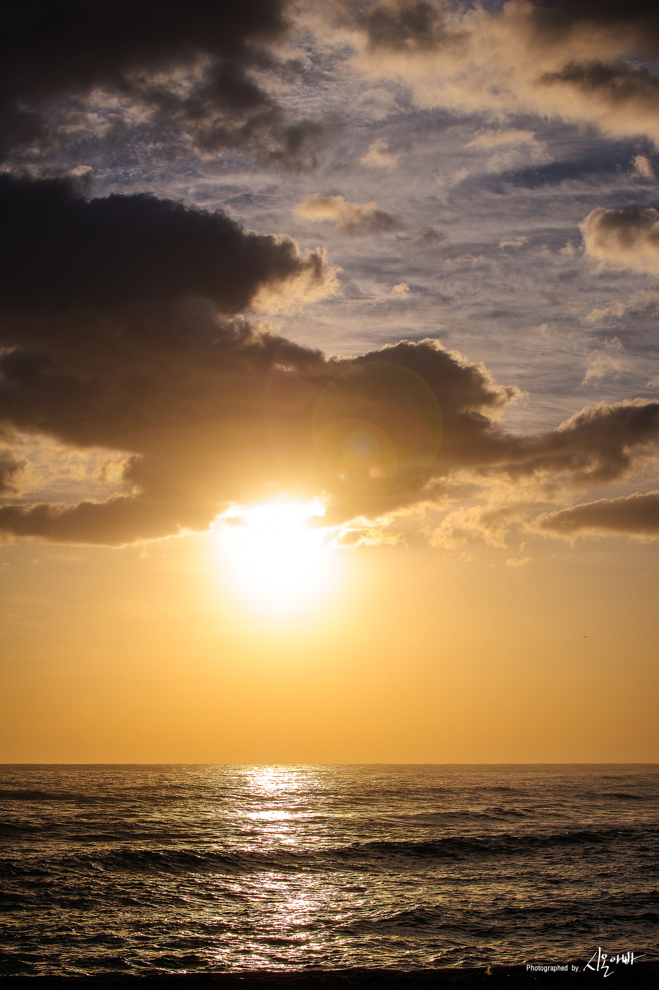 sunset, sea, horizon over water, water, scenics, sun, waterfront, tranquil scene, beauty in nature, sky, orange color, tranquility, idyllic, nature, cloud - sky, rippled, cloud, seascape, sunlight, outdoors