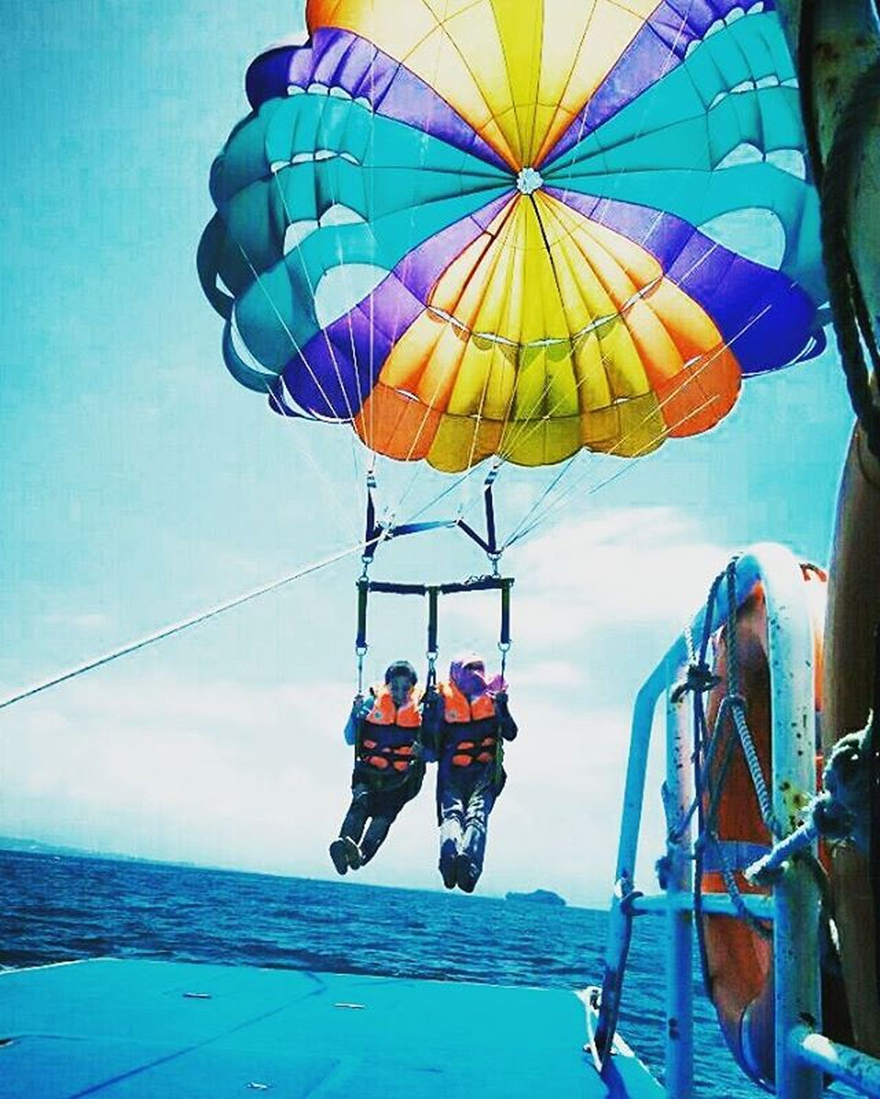 Parasailing, Pulau Sapi, Kota Kinabalu, Sabah. Parasailing Pulausapi Sapiisland Beach Sabah Kotakinabalu Landscape_captures Adventure Landscape Landscapephotography Naturefun Flyinghigh Nature Naturephotography Naturelovers Instanature Beachactivity Fun Beach Beautiful