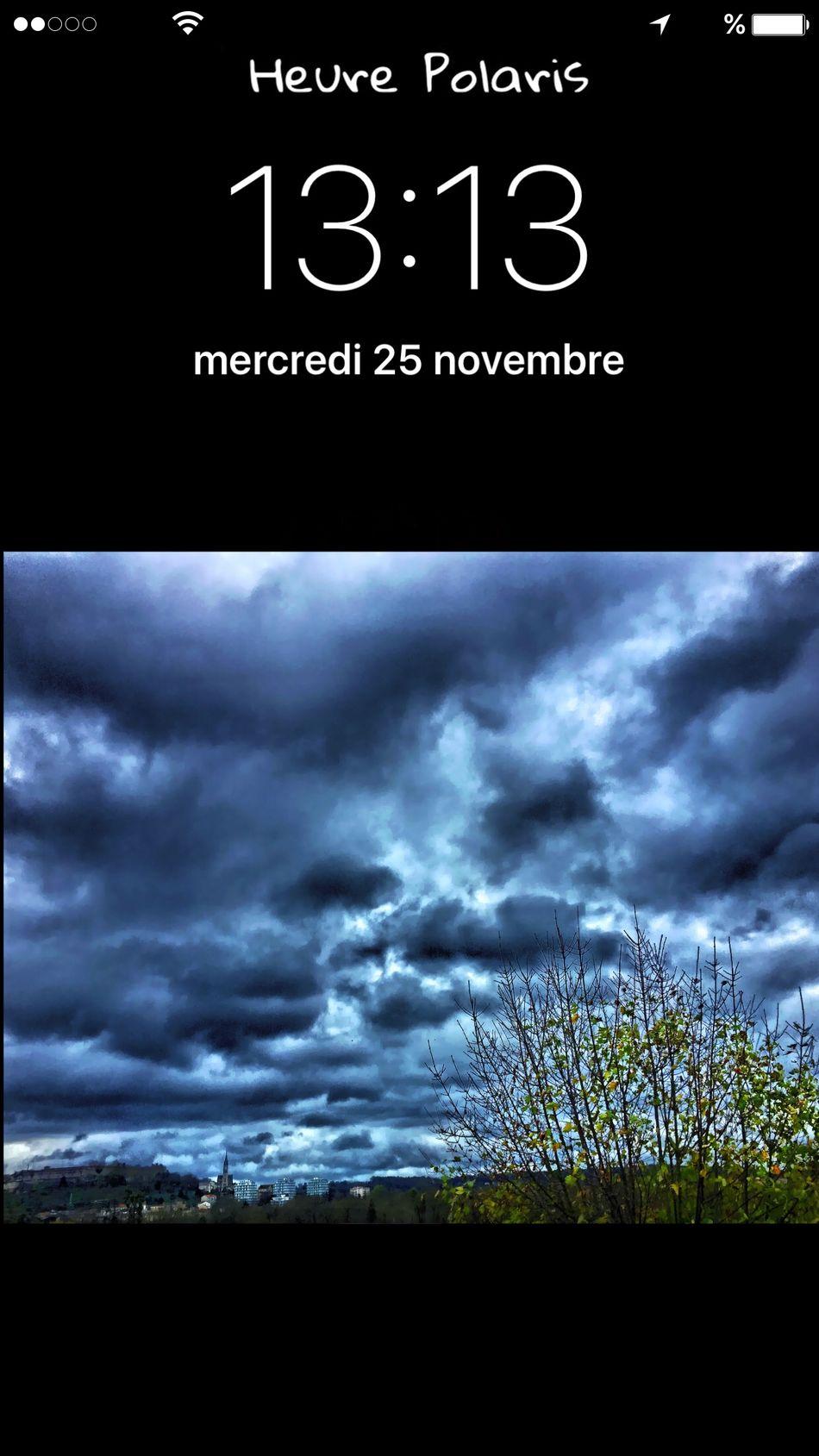13H13 nuageux 🌥☁️🌧🌫🌫🌫 HEURE POLARIS Angouleme Skyfie CIELFIE Time Heure Hour Automne Hivernal Autumn Automne Ciel Gris Arbre Nuages Clouds