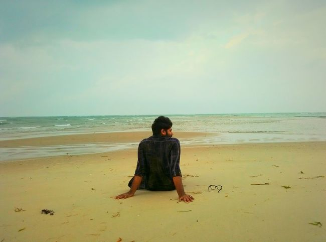 One Person One Man Only In Search Of Incredible From My Point Of View Individuality Sky_collection The Traveller That's Me Motorcycle Diaries Self Portrait Horizon Over Water Sand Sea Beach Beach Rear View Sea One Person Only Men One Man Only Horizon Over Water Person Sand People Adult