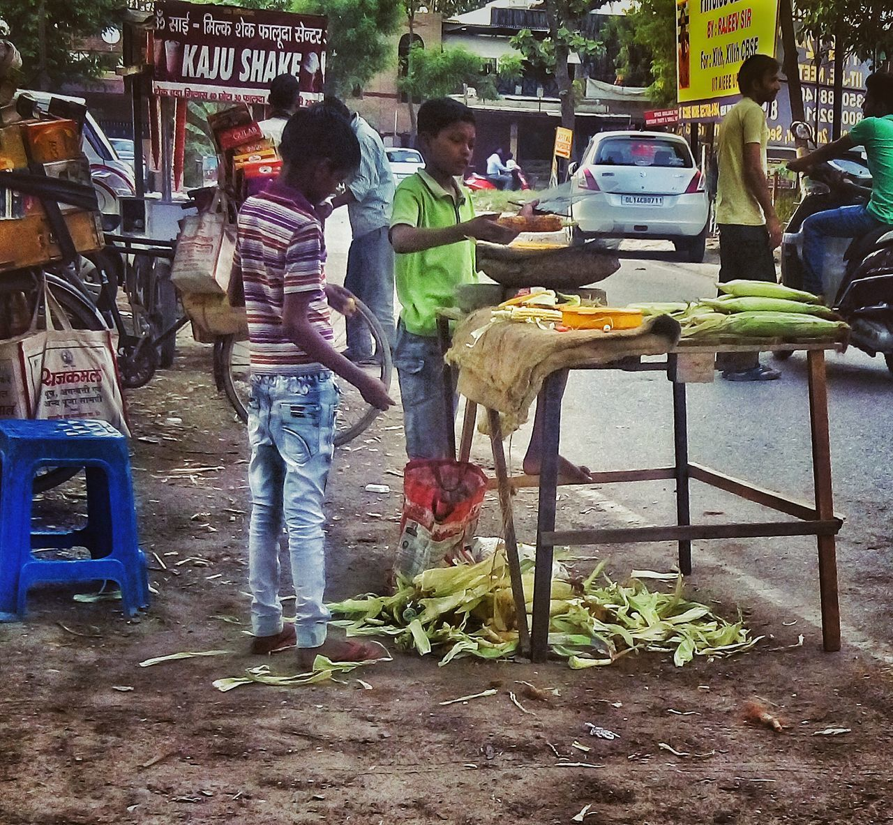 In the age of playing, they are earning. Real People Outdoors Lifestyles Day Market Food Full Length People Adult The Great Outdoors - 2017 EyeEm Awards India Exolore Your City The Portraitist - 2017 EyeEm Awards Multi Colored Live For The Story The Street Photographer - 2017 EyeEm Awards Place Of Heart EyeEmNewHere
