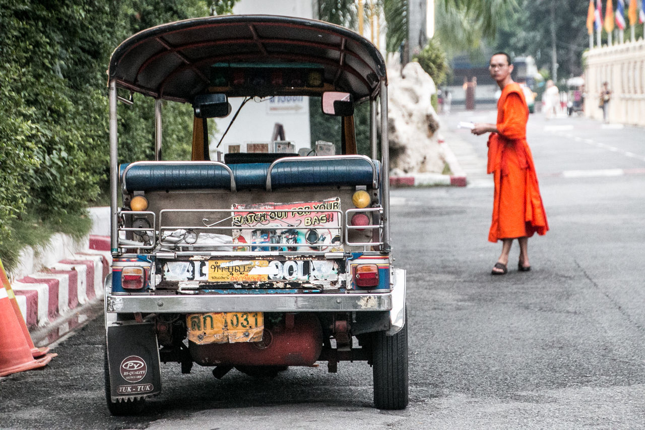 Bangkok Monk  Mönch One Person Outdoors People Street Photography Streetart Streetphotography Thailand Transportation Travel Travellover Tuk Tuk Tuk Tuk In Bangkok TukTuk