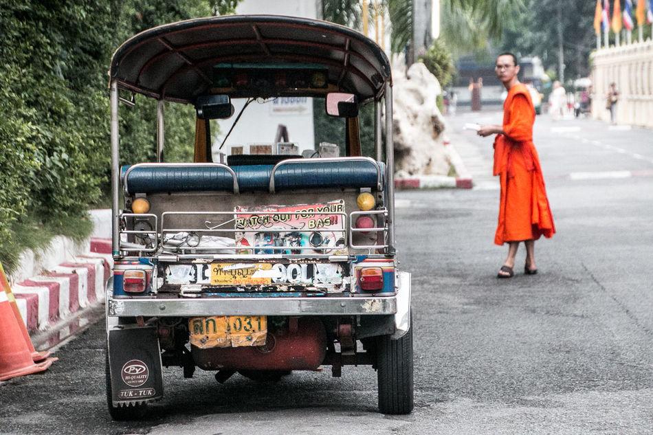 Bangkok Monk  Mönch One Person Outdoors People Street Photography Streetart Streetphotography Thailand Transportation Travel Travellover Tuk Tuk Tuk Tuk In Bangkok TukTuk
