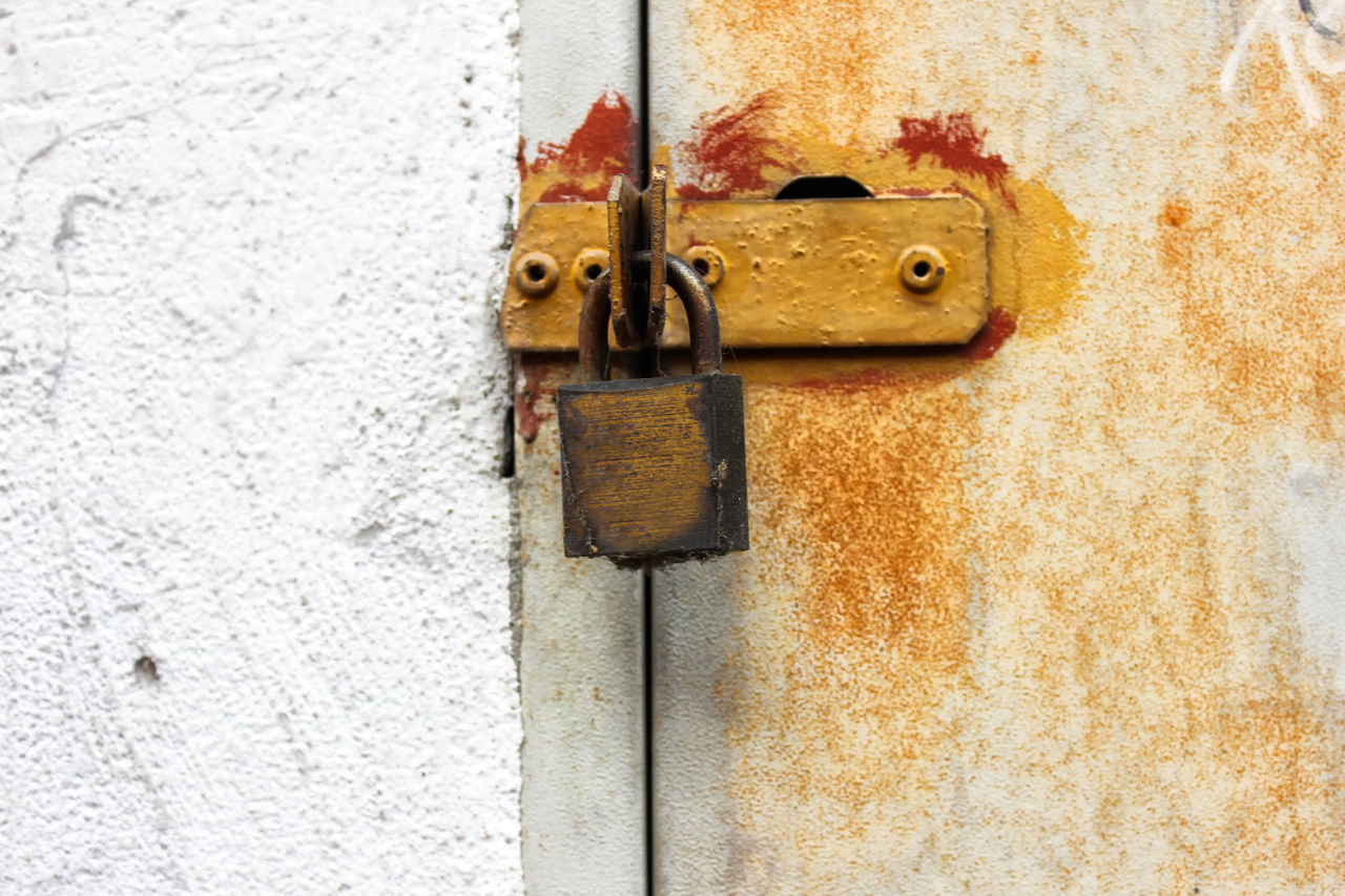 door, metal, no people, lock, latch, day, close-up, outdoors, rusty, textured, hinge, backgrounds, architecture