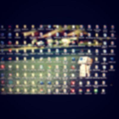 Khó chịu quá . . . :-( Desktop hiện tại đấy . . . Khủng khiếp chưa . . . :-<